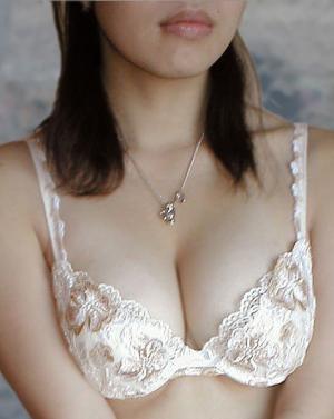 weird stuff found stuffed in womens bra